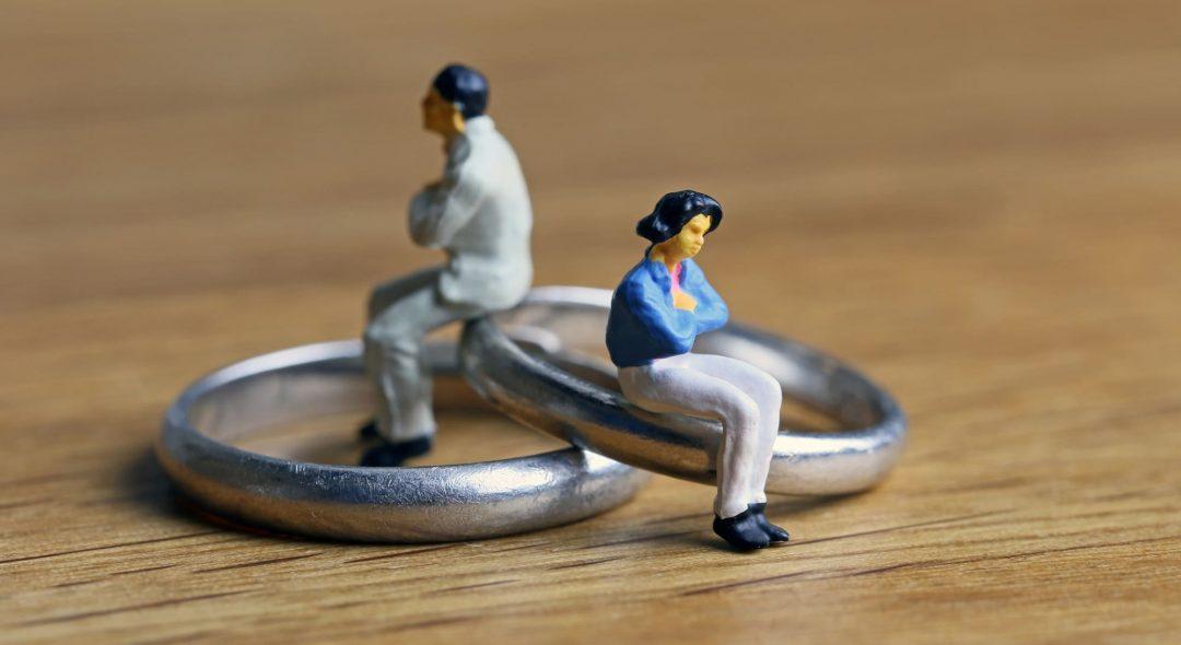 外した指輪と夫婦